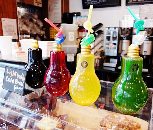 微妙な手作り感がじわじわくるNYのカフェ『アイデア・コーヒー』 Idea Coffee NYC_b0007805_0174971.jpg