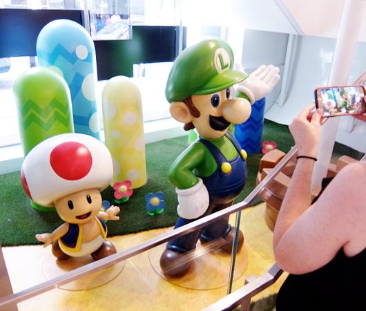 ただ今、絶好調の任天堂のニューヨークの直営店「任天堂ワールド」Nintendo World_b0007805_2051538.jpg