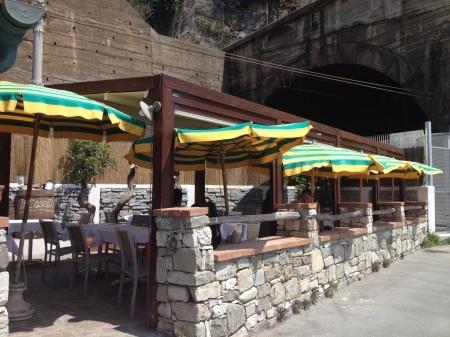 海が見えるモンテロッソの美味しいレストラン_a0136671_01420538.jpg