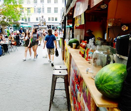 野外に屋台を集めた「食」のお祭り『ブロードウェイ・バイト』(Broadway Bite)_b0007805_1442412.jpg