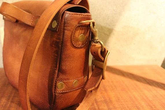 "VASCO \""LEATHER POSTMAN MINI SHOULDER BAG\"" ご紹介_f0191324_08382013.jpg"