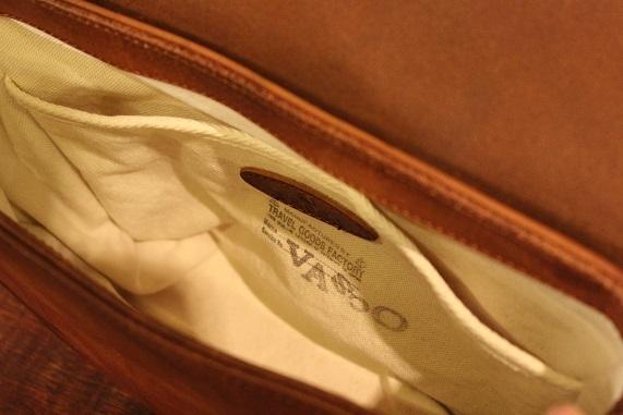 "VASCO \""LEATHER POSTMAN MINI SHOULDER BAG\"" ご紹介_f0191324_08383451.jpg"