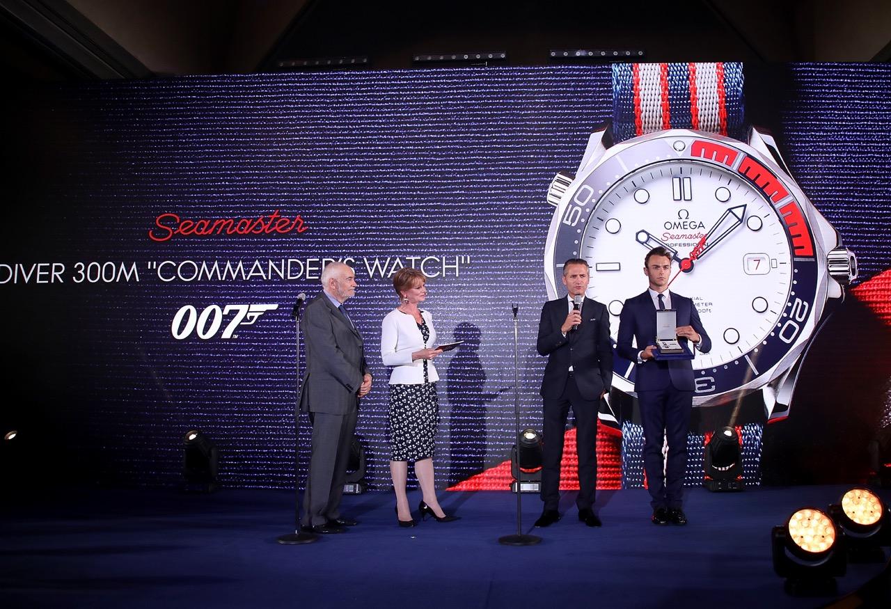 """オメガ:昨夜""""コマンダー"""" ウォッチ発表イベントをロンドンで開催 _f0039351_1626393.jpg"""