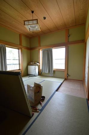 和室から板貼りの洋室へ!!_a0128408_190556.jpg