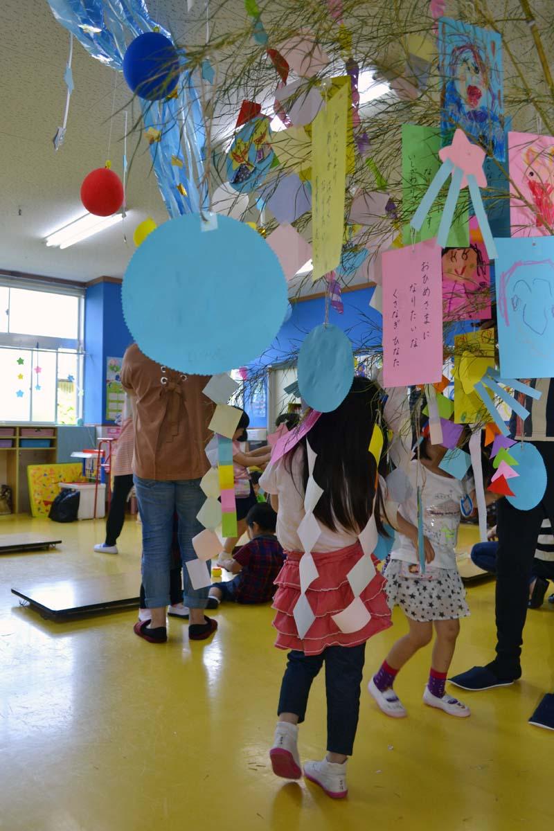 今日は、七夕参観日です。上宮第二幼稚園にて。_d0353789_1626294.jpg