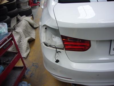 BMW 320d(F30)ブレーキランプ修理_c0267693_16283034.jpg