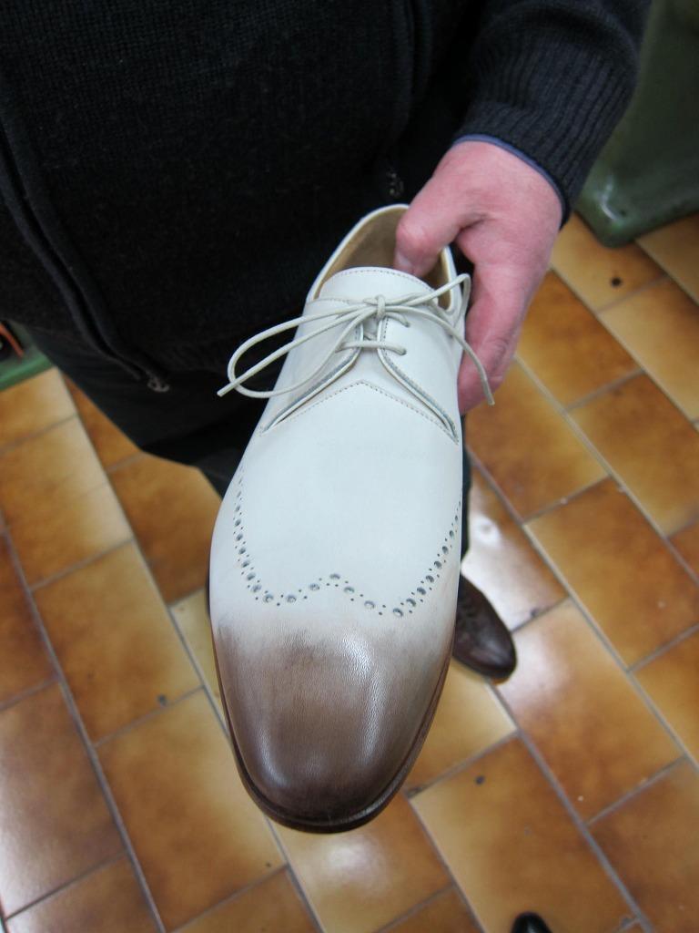 コラム『私と世界の靴vol.17~革染めの技術』_b0365069_18260563.jpg