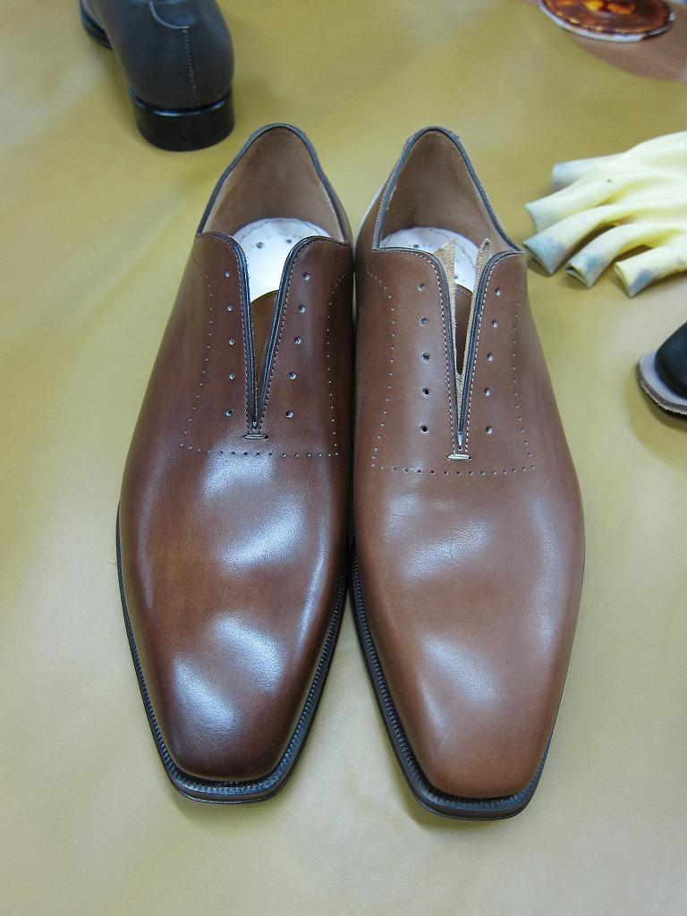 コラム『私と世界の靴vol.17~革染めの技術』_b0365069_18262576.jpg