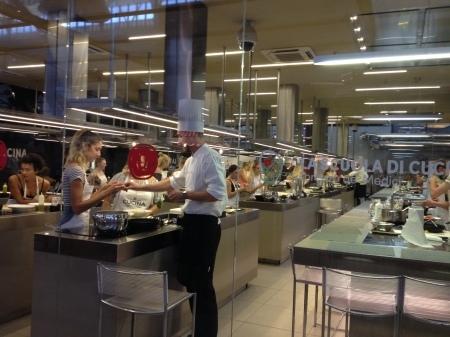中央市場1階でプチ料理教室はいかが?_a0136671_00511664.jpg