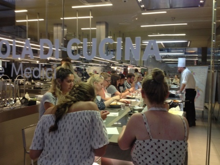 中央市場1階でプチ料理教室はいかが?_a0136671_00571899.jpg