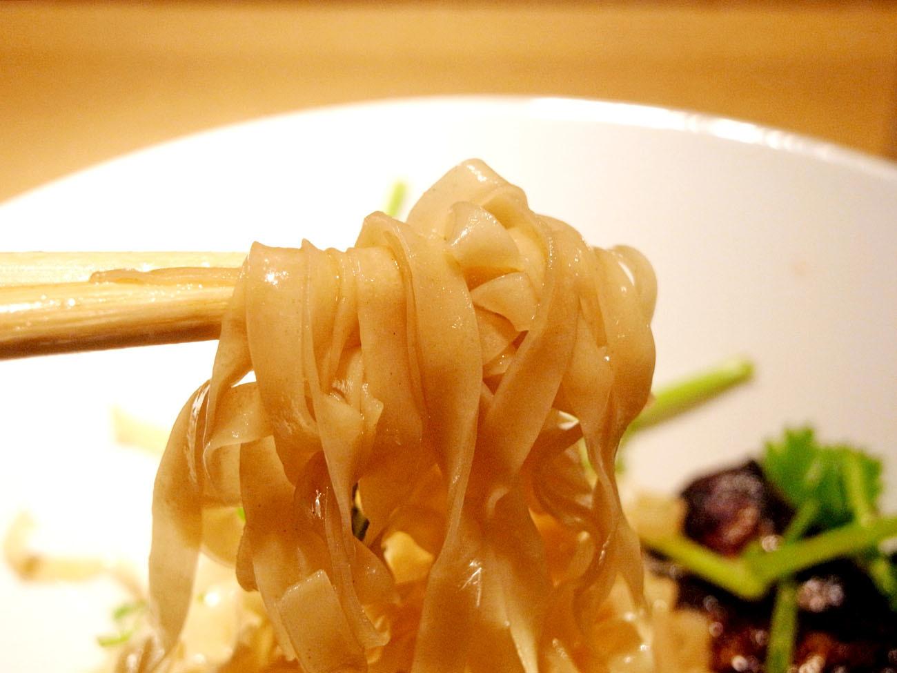 秋刀魚とパクチー、相性最高!!〔香港麺専家 天記/香港料理・麺料理/JR元町〕_f0195971_08182017.jpg