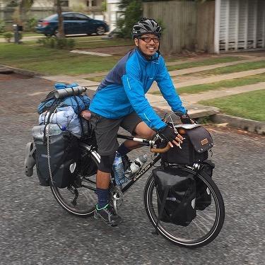自転車世界一周の本石氏_e0304942_08585598.jpg
