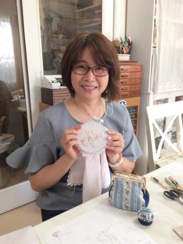 花文字イニシャル刺繍のハンカチレッスン10月にも開催予定です_a0157409_09454138.jpg