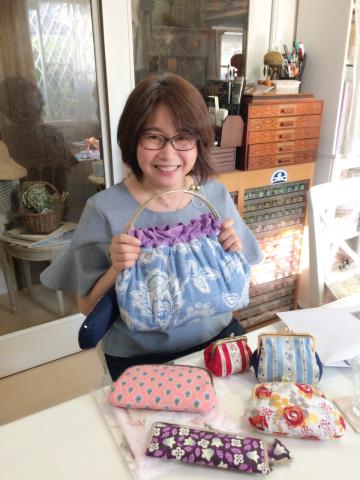花文字イニシャル刺繍のハンカチレッスン10月にも開催予定です_a0157409_09460059.jpg
