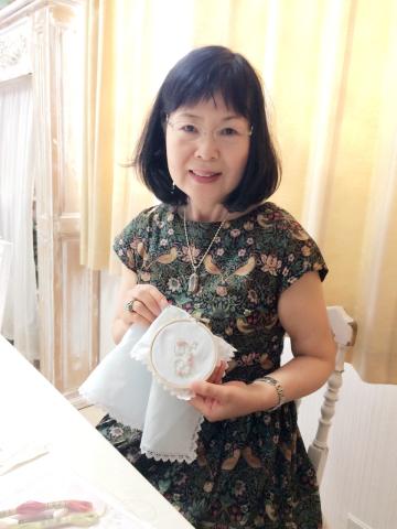 花文字イニシャル刺繍のハンカチレッスン10月にも開催予定です_a0157409_09464880.jpg