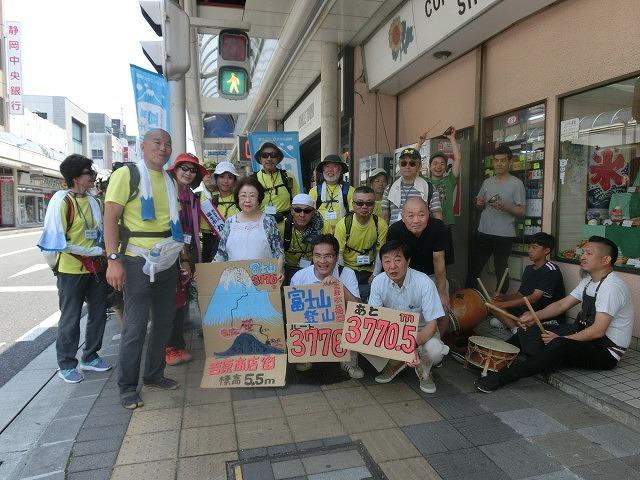 「かぐや姫の富士山への里帰り」 富士山登山ルート3776ツアーの皆さんを吉原商店街で歓迎_f0141310_06333391.jpg
