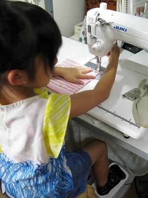 ばぁばのワークショップ ミシンで縫う_f0129726_16382570.jpg