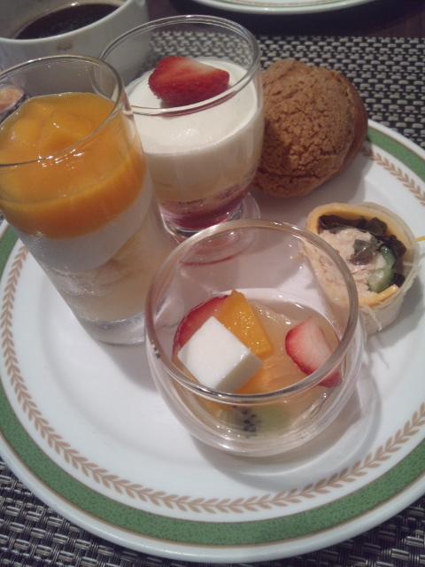 川崎日航ホテル 夜間飛行 マンゴーとメロンのトロピカルスイーツブッフェ_f0076001_22341591.jpg