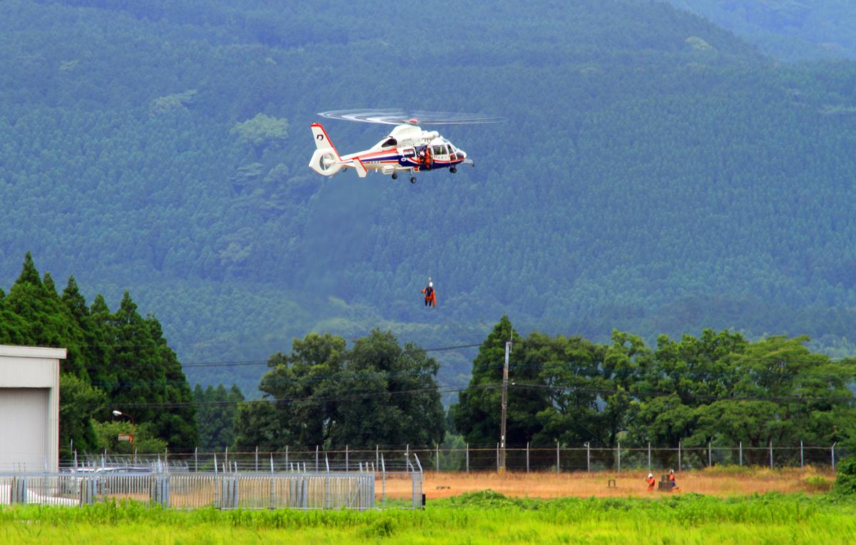 熊本県防災消防航空隊。_b0044115_6402219.jpg