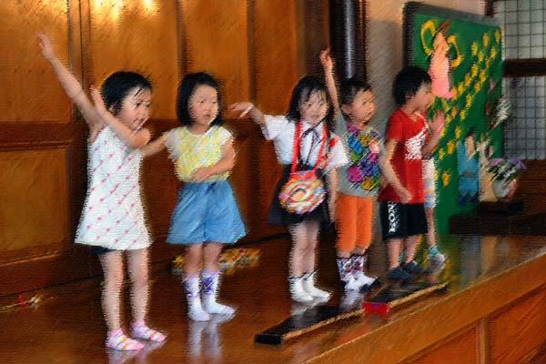 第一幼稚園、6月7月生まれのお誕生会を行いました。_d0353789_1454575.jpg