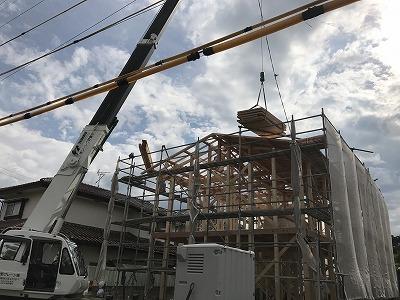 建て方工事中 ~松本市小屋の住宅~_e0180332_17203252.jpg