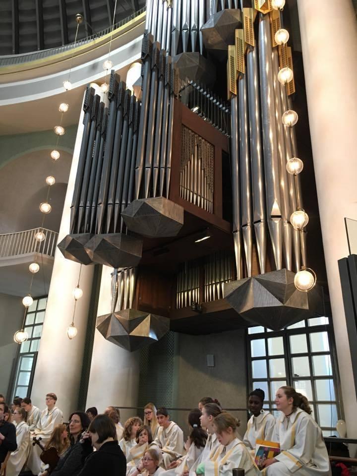 日曜日、ヘドヴィヒ大聖堂からアンペルマンレストラン、そしてラーメン_c0180686_00255246.jpg