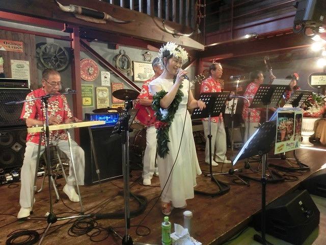 お客さんがいっぱい! 勝亦正人とアロハコールズ 「真珠貝」15周年記念ライヴ_f0141310_07140785.jpg