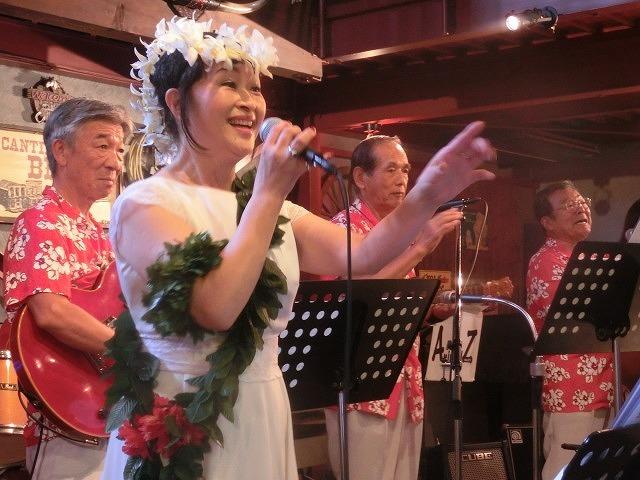 お客さんがいっぱい! 勝亦正人とアロハコールズ 「真珠貝」15周年記念ライヴ_f0141310_07141964.jpg