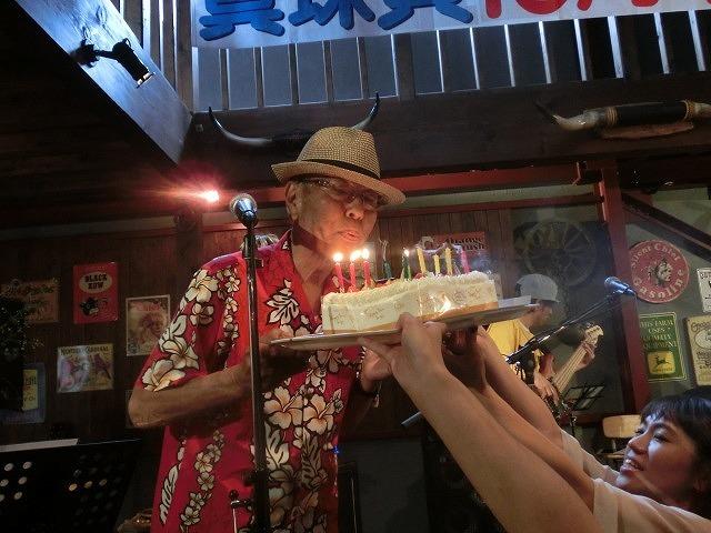 お客さんがいっぱい! 勝亦正人とアロハコールズ 「真珠貝」15周年記念ライヴ_f0141310_07145495.jpg