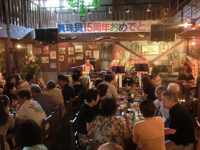 お客さんがいっぱい! 勝亦正人とアロハコールズ 「真珠貝」15周年記念ライヴ_f0141310_07150396.jpg
