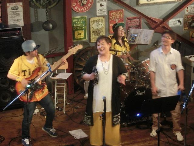 お客さんがいっぱい! 勝亦正人とアロハコールズ 「真珠貝」15周年記念ライヴ_f0141310_07154381.jpg
