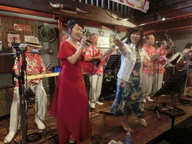 お客さんがいっぱい! 勝亦正人とアロハコールズ 「真珠貝」15周年記念ライヴ_f0141310_07163327.jpg