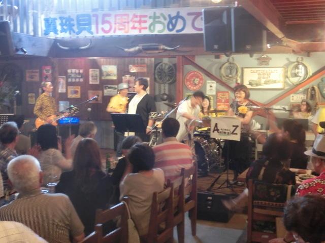 お客さんがいっぱい! 勝亦正人とアロハコールズ 「真珠貝」15周年記念ライヴ_f0141310_07221567.jpg