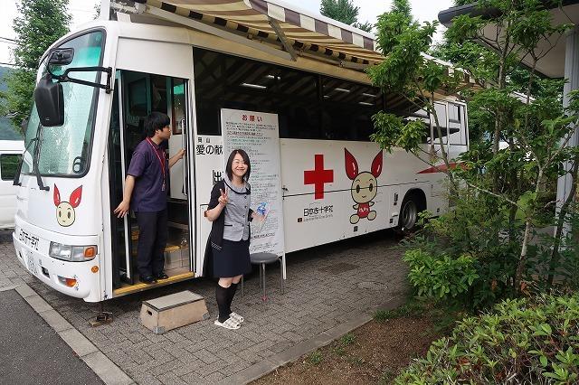 献血バスがやってきました♪_f0151251_15043084.jpg