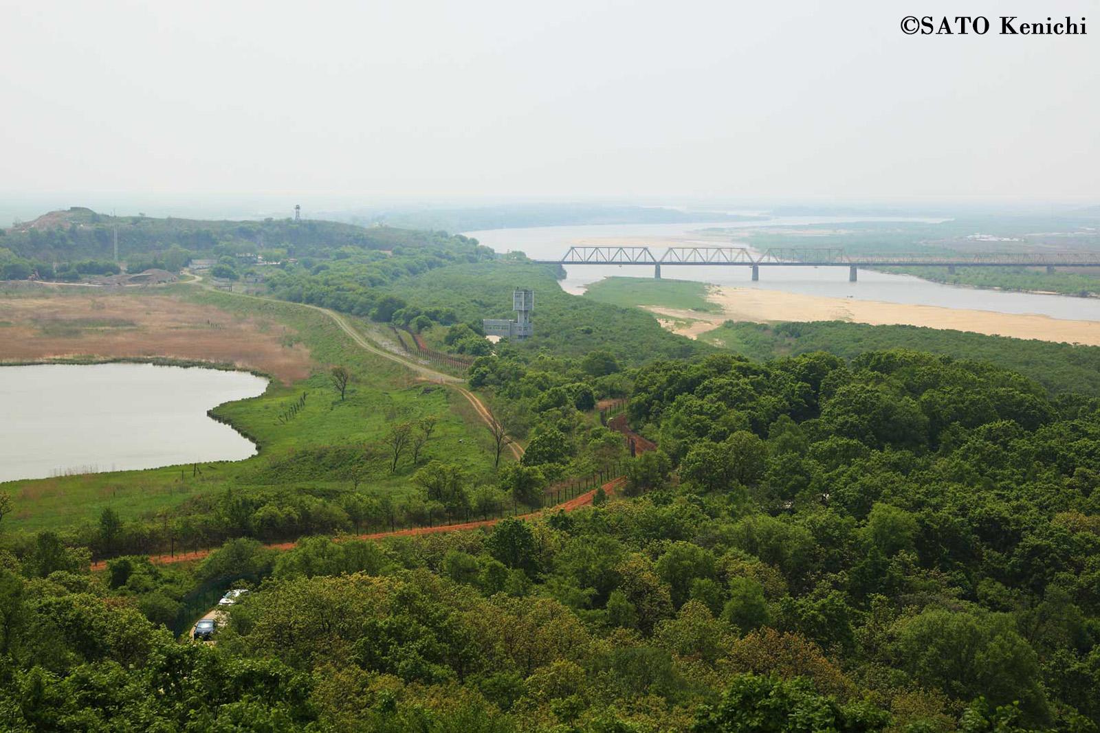 003 中国吉林省から眺める中朝露3カ国の国境風景_b0235153_614678.jpg