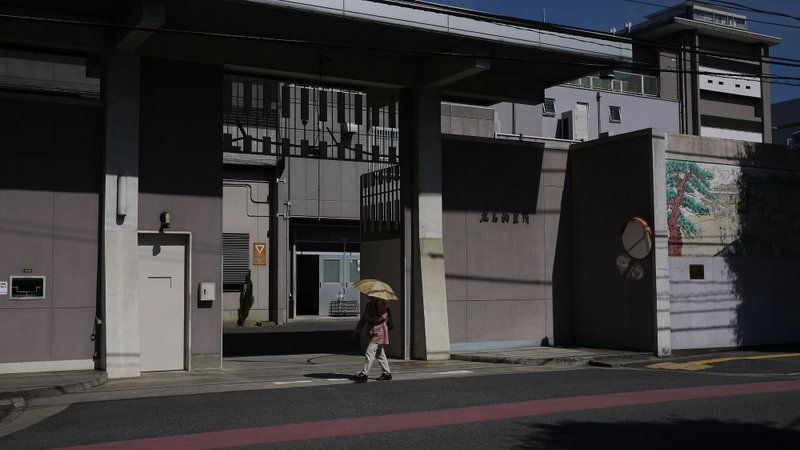 広島拘置所外壁画_b0190540_15194171.jpg
