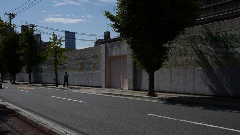 広島拘置所外壁画_b0190540_15215953.jpg