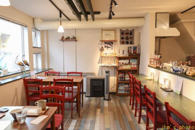 バスキアの絵があるカフェとその店を教えてくれた雑貨店_a0158797_22155045.jpg