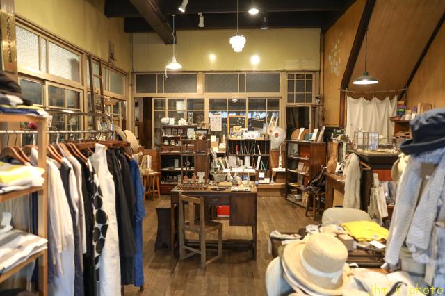 バスキアの絵があるカフェとその店を教えてくれた雑貨店_a0158797_22403820.jpg