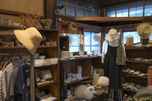 バスキアの絵があるカフェとその店を教えてくれた雑貨店_a0158797_22444342.jpg