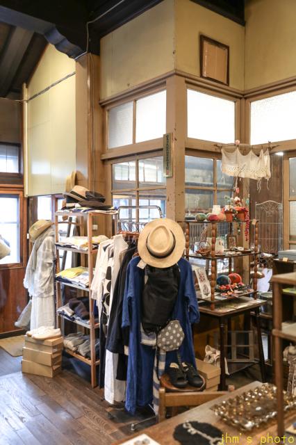 バスキアの絵があるカフェとその店を教えてくれた雑貨店_a0158797_22541581.jpg