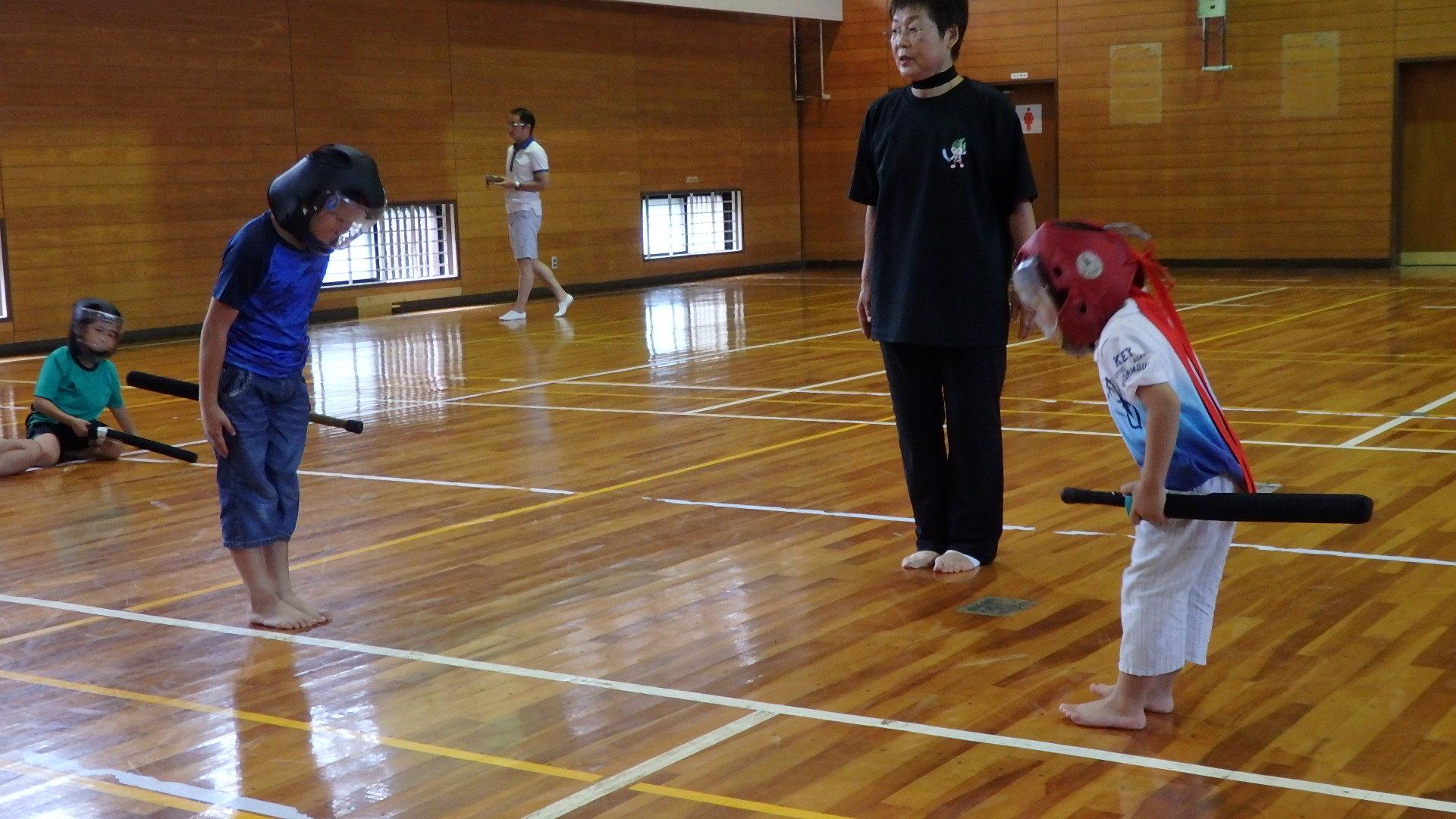 勇ましい剣士誕生!「スポーツチャンバラ + お楽しみ会」_b0239402_17015363.jpg