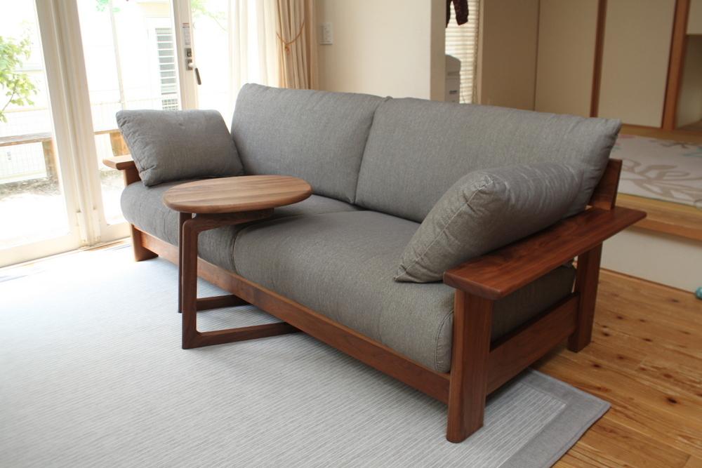 ウォルナットのソファとサイドテーブルのお届け_f0176205_17483411.jpg