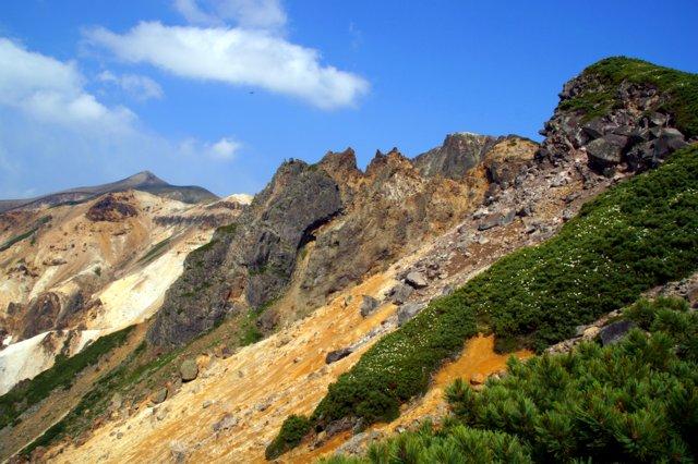 2017年7月13日(木) 富良野岳(標高1912m)~三峰山(1866m)~上富良野岳(1893m)_a0345007_20382837.jpg