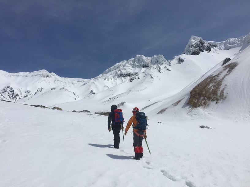 """2017年4月 『氷雪の三段山夫婦岩ルンゼ、上ホロカメットク』April 2017 \""""Ice climbing to Tokachi Mountains\""""_c0219616_21465536.jpg"""