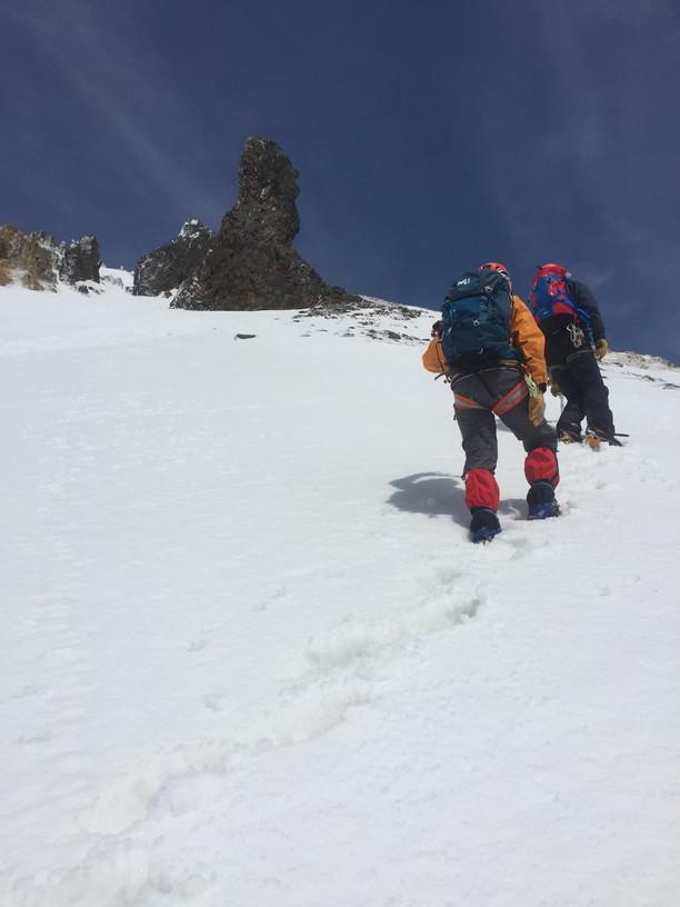 """2017年4月 『氷雪の三段山夫婦岩ルンゼ、上ホロカメットク』April 2017 \""""Ice climbing to Tokachi Mountains\""""_c0219616_21465678.jpg"""