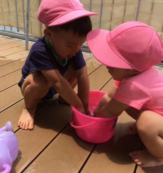 リトルピエノ保育園 水遊びしてます♪_a0318871_22024669.jpg