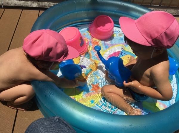 リトルピエノ保育園 水遊びしてます♪_a0318871_22024809.jpg