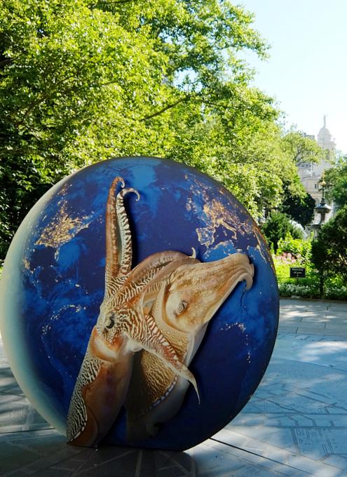 NYで展示中の「地球の潜在能力」という野外パブリック・アート展_b0007805_1213143.jpg