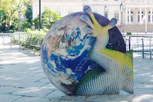 NYで展示中の「地球の潜在能力」という野外パブリック・アート展_b0007805_1241737.jpg